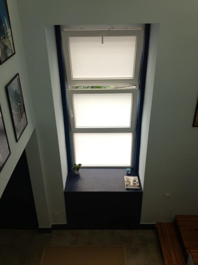 Az ablakmélyedés értékes tér, ha a fal vastagsága 66 cm.