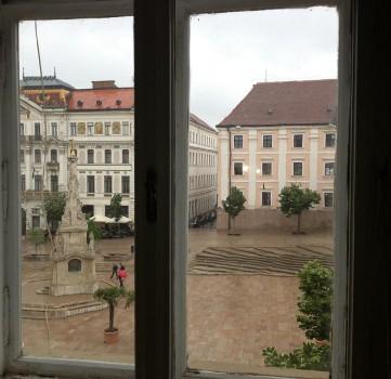 Ablak a Széchenyi térre - a látvány és ami mögötte van...