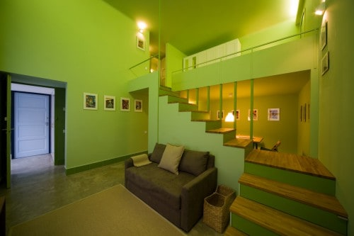 Kényelmes lépcsőkkel a galériára