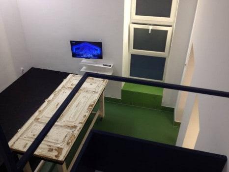 Az egyetlen darab, ami megmaradt az eredeti lakásból: a szobaajtó. Igaz, kicsit átalakult...