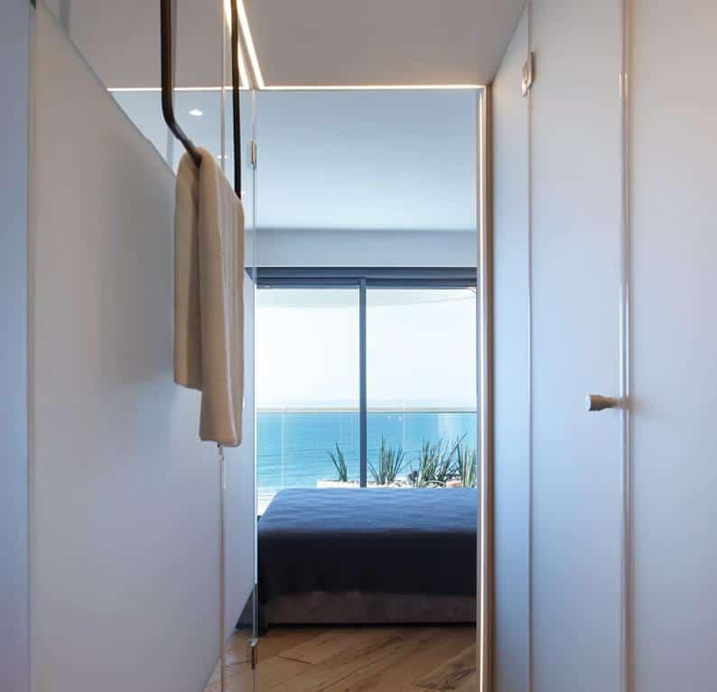 a mindent uraló panoráma szervezi a lakást