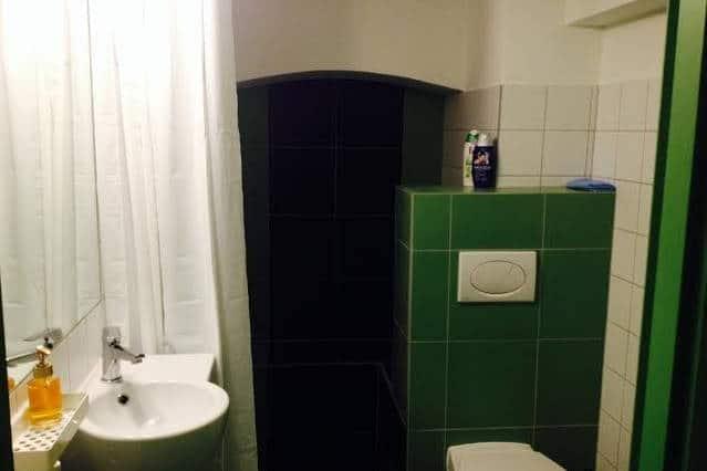 a fürdőszoba - zuhanyozóval