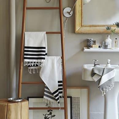 A szülői háló fürdőszobája látszólag roppant egyszerű – nettó 94 x 290-es  tér 479f39eebb